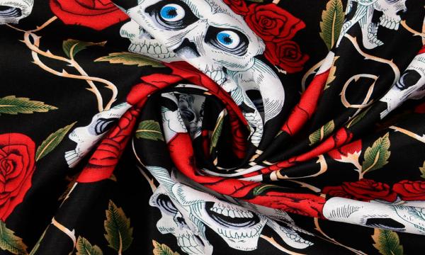 Baumwolle ~ Totenköpfe mit Rosen